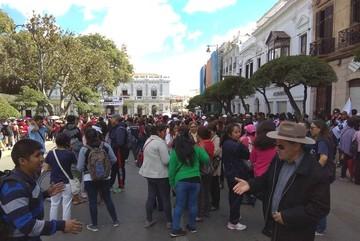 Miles de maestros toman la plaza 25 de Mayo y respaldan el paro cívico