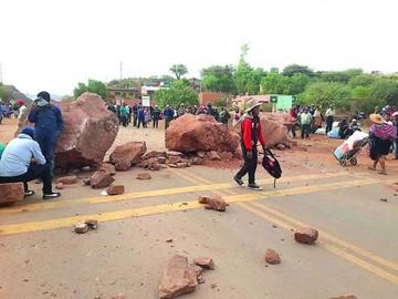 Delegación llega a Macharetí tras una larga caminata por el monte