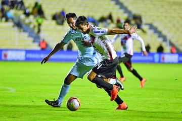 Bolívar derrotó a Nacional  y se instaló en semifinales