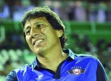 Peña, entrenador de Wilster, estalla contra el arbitraje