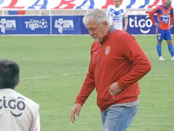 DT Oscar Sanz camina por la cornisa