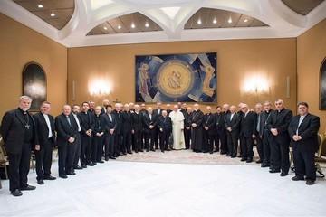 Todos los obispos chilenos renuncian por casos de abuso sexual