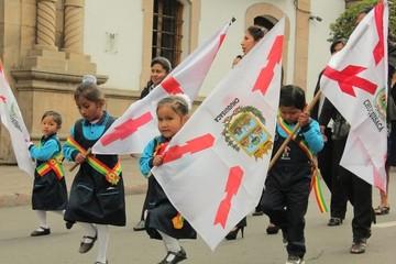 Escolares rinden su homenaje por el 25 de Mayo de 1809