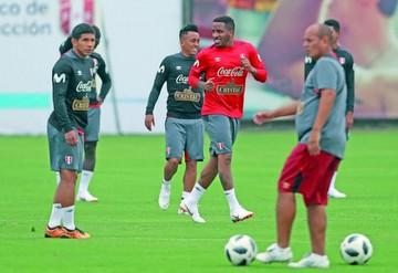 Godín y Suárez apoyan a Paolo