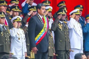 Maduro asume el cargo y prevé más dificultades