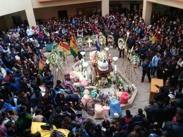 Estudiantes de la UPEA velan restos de su compañero Jonathan Quispe