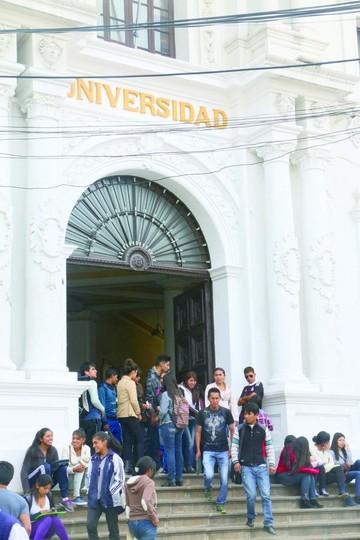 """La """"U"""" se moviliza hoy por más presupuesto"""