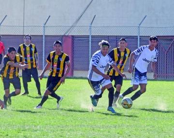 Atlético Sucre empata y se aleja de los punteros