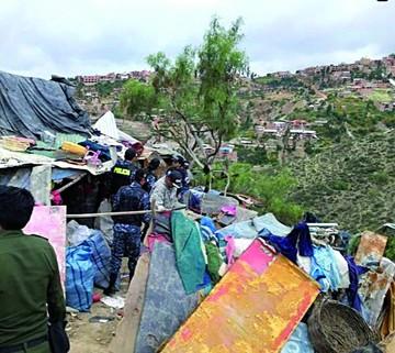 Familia de indigentes no quiere abandonar basural