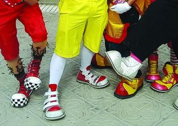 El Alto: Atrapan a payaso por abusar de su hijastra