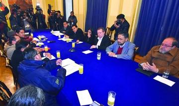 Gobierno y UPEA dialogan sobre modificación de ley