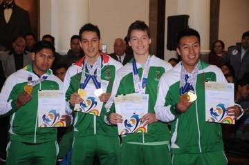Medallistas de Sudamericanos reciben premio económico