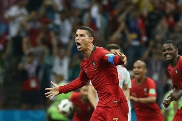 CR7 salva a Portugal