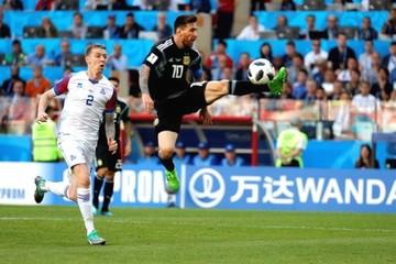 Messi falla un penal y Argentina empata con Islandia