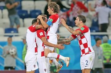 Croacia gana y es puntero