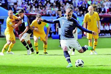 El VAR debuta con Francia