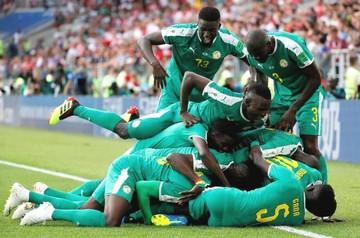 Senegal le amarga el debut a Lewandowski y voltea un grupo loco