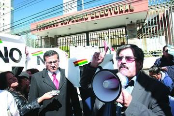 Activistas exigen respeto al 21F y vetan reelección