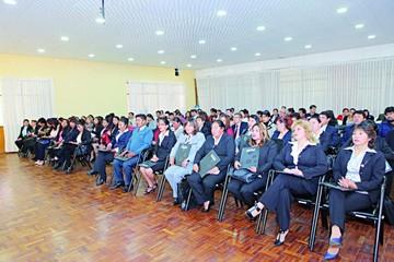 Secretarios reciben título profesional del Gobierno