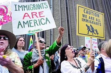 Trump pide deportación sin declarar ante un juez