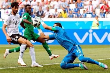 Arabia Saudí derrota a Egipto y ensombrece el récord de El Hadary
