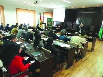 Curso: Jueces deben fallar conforme a la CPE