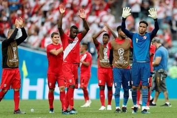 Paolo Guerrero y André Carrillo dan a Perú la mejor de las despedidas