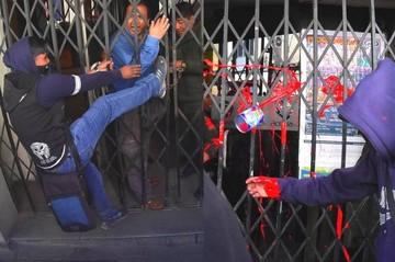 Universitarios de la UPEA atacan el canal estatal en La Paz