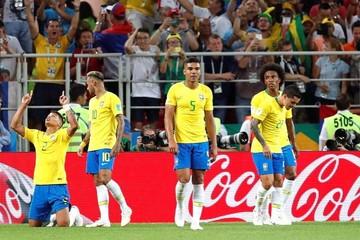 Brasil derrota a Serbia por 2-0 y jugará contra México en Samara
