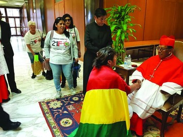 Defensa del 21F perturba a Morales en el Vaticano