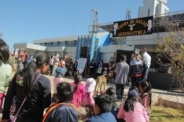 Feria de salud ofrece servicios gratuitos en el ex aeropuerto