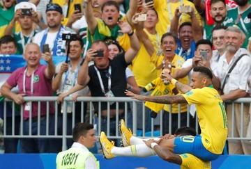 """Brasil derrota a un valiente """"Tri"""" y se clasifica para cuartos de final"""