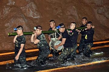 Hallan con vida a niños perdidos en una caverna