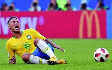 Rivaldo sugiere a Neymar ignorar críticas por caídas
