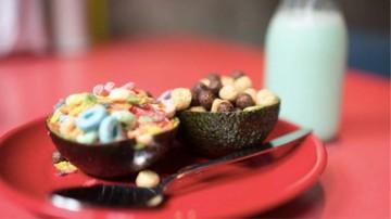 Café en Londres sirve cereal en cáscara de palta