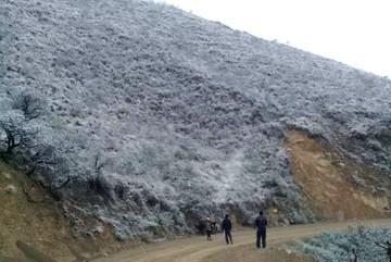 Al intenso frío se suma la caída de nieve en Azurduy y Tarvita