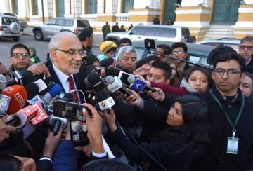 """Mesa ya se siente condenado y lamenta la """"criminalización de la democracia"""""""