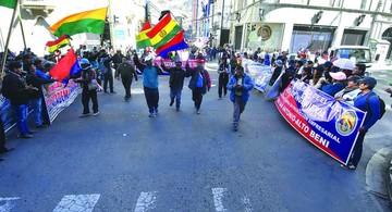 Gobierno pregona fin del conflicto y UPEA se moviliza