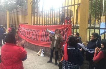 Maestros protestan por examen de ascenso; piden aplicación de ley del escalafón
