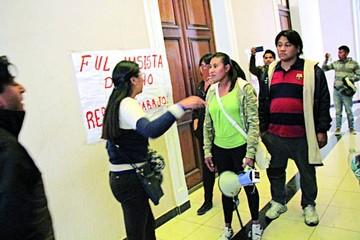 FUL posesiona a nuevo centro entre protestas