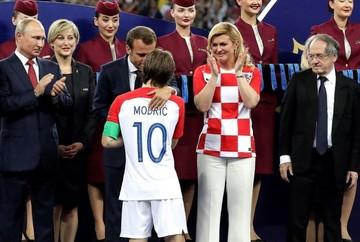 Modric gana el balón de oro; Mbappe mejor joven, Courtois y España también son premiados