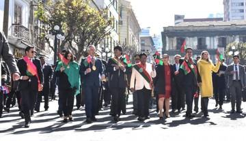 La Paz celebra efeméride marcada por la división