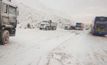 Nevada obliga a suspender viajes desde Oruro a Cochabamba