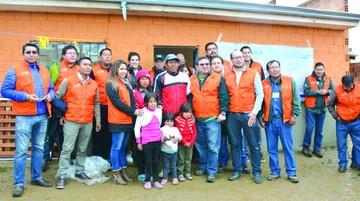 Familia humilde de El Alto recibe ayuda