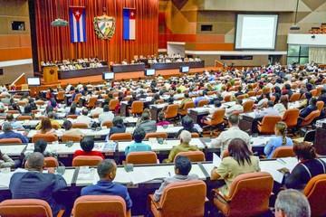 Cuba deja al comunismo fuera de la reforma a su Constitución