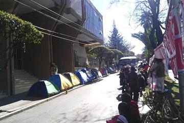 Pobladores y cívicos de Quillacollo mantienen vigilia con bloqueos en el TCP