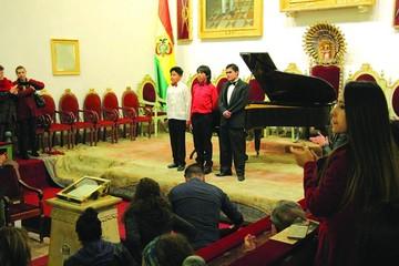 Pianistas jóvenes deleitan con su talento