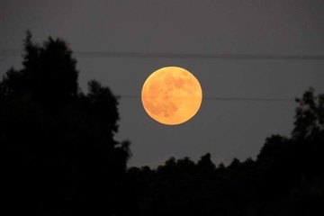 """Mira las imágenes del eclipse lunar de """"sangre"""" más largo del siglo XXI"""