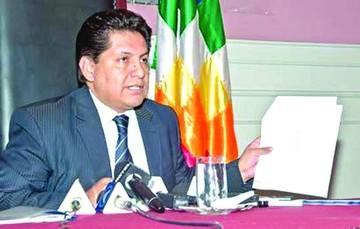 Rebrota malestar por cargos para ex magistrado Flores y su esposa