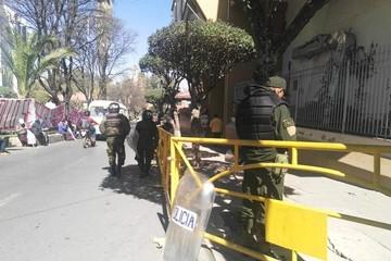 TCP se mantiene con barricadas y policías antimotines por protesta de quillacolleños